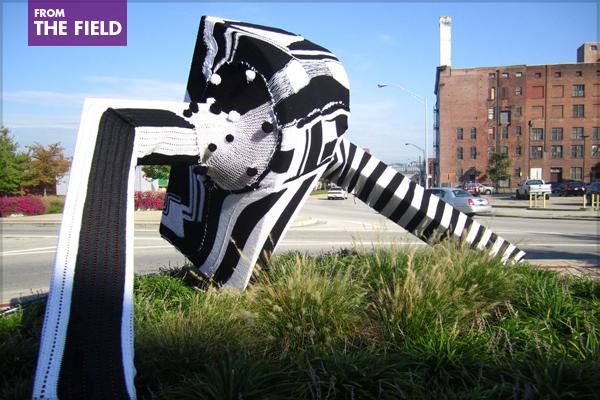 A yarn-bombed statue, Bombshells Flea