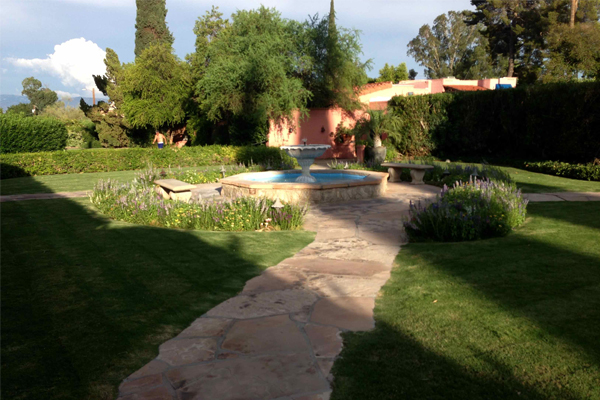 The Arizona Inn. Facing southeast, irregular flagstone walkway leading to fountain. image: Helen Erickson, 2013