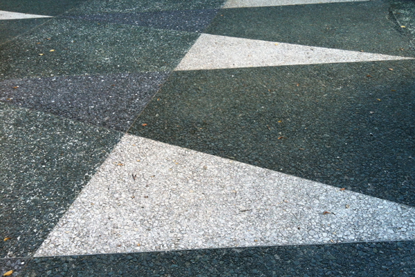 Simonds' signature terrazzo triangular paving at Mellon Square, July 2013. image: Caeli M. Tolar