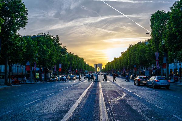 Champs Elysées image: Yann Caradec via Flickr