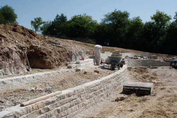 Lannonstone Retaining wall under construction image: Chris Miracle