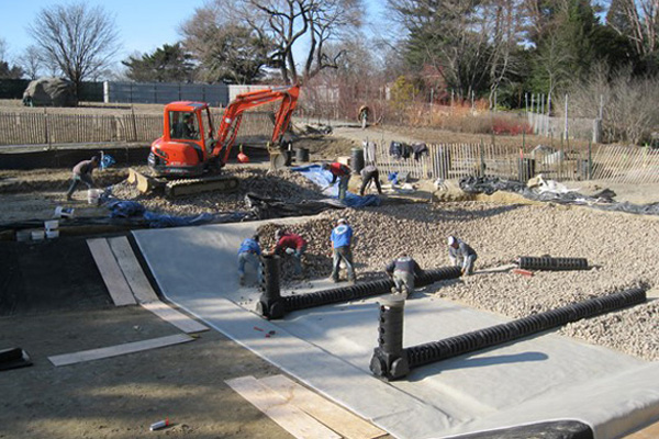 Image 10: New York Botanical Garden: Installation of gravel substrate and associated piping   image: Oehme van Sweden