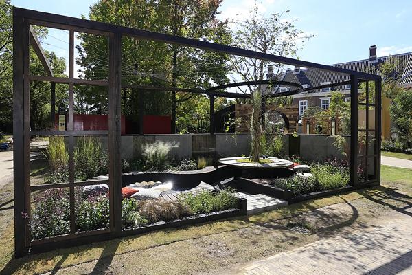 """Tea Garden"" by Ross Uebergang (www.rossu.com.au) from Australia image: Huis Ten Bosch"