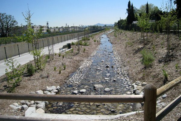 The Tujunga Wash Greenway recreates a historic streambed in Los Angeles, allowing runoff to percolate into the depleted aquifer. The concrete flood channel (left, beyond the trail) remains in place to handle runoff from large storms. image: Water Education Foundation